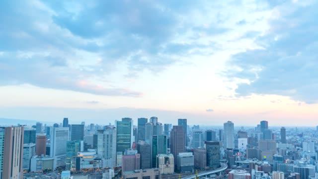 vídeos y material grabado en eventos de stock de 4k timelapse de la vista aérea del tráfico en la carretera de osaka, japón - zona urbana