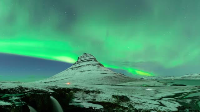 timelapse of aurora borealis or nothern light at kirkjufell in iceland - aurora boreale video stock e b–roll