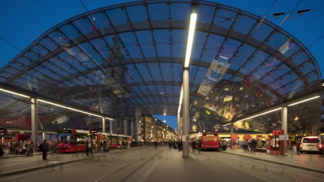 zeitraffer von bern bahnhof - kanton bern stock-videos und b-roll-filmmaterial