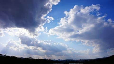 vídeos y material grabado en eventos de stock de time-lapse del cielo azul y nubes en las imágenes de japón 4k de resolución - nube