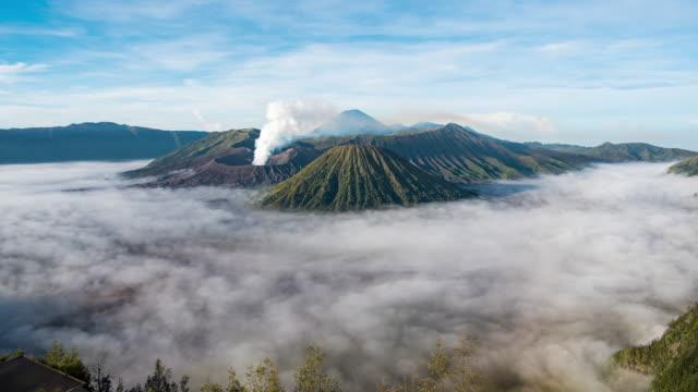 timelapse of bromo volcano on sunrise background semeru national park - индонезия стоковые видео и кадры b-roll