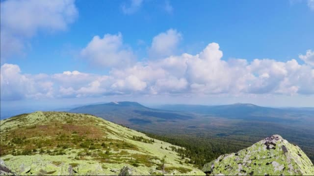 timelapse of clouds in the ural mountains - monti urali video stock e b–roll