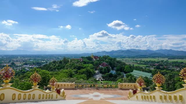 chiang mai tayland budist tapınağı üzerinde bulutların zaman atlamalı - i̇badet yeri stok videoları ve detay görüntü çekimi