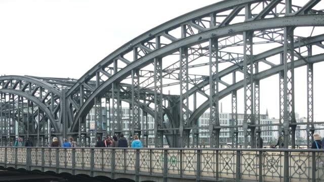 time-lapse av pendlare på järnvägsstation - munich train station bildbanksvideor och videomaterial från bakom kulisserna