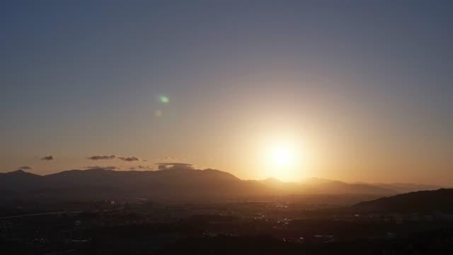 vídeos de stock e filmes b-roll de timelapse of fukuoka city - linha do horizonte sobre terra