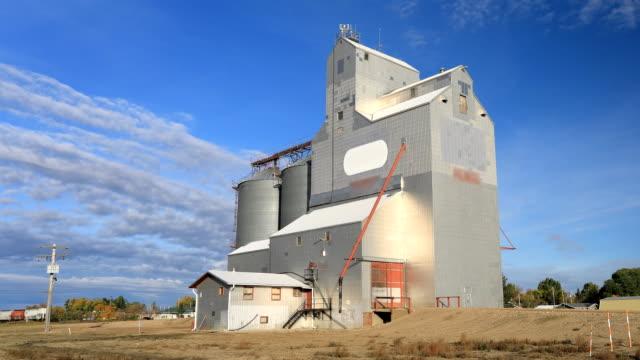 Timelapse van graanelevator Saskatchewan, Canada video