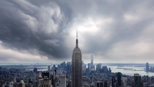 vídeos de stock, filmes e b-roll de timelapse de nova york - nublado