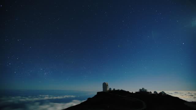 vídeos y material grabado en eventos de stock de timelapse del cielo nocturno - estrella del norte