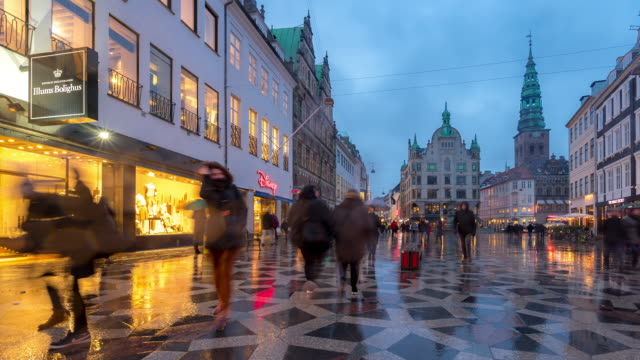 time-lapse of pedestrian crowded stroget shopping street in copenhagen denmark - копенгаген стоковые видео и кадры b-roll