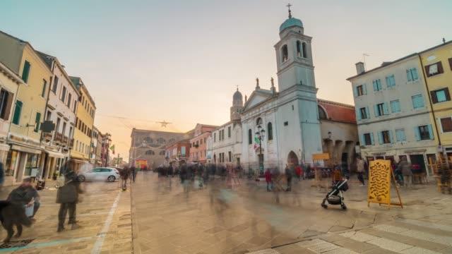 timelapse människor går nedför gatan - walking home sunset street bildbanksvideor och videomaterial från bakom kulisserna