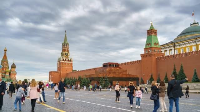 timelapse av röda torget i moskva, ryssland - vasilijkatedralen bildbanksvideor och videomaterial från bakom kulisserna