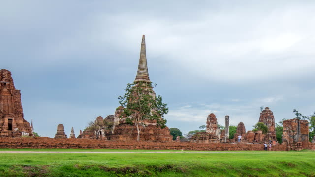 Time-lapse of Ruins of Wat Mahathat temple in Ayutthaya historical park, Thailand Time-lapse of Ruins of Wat Mahathat temple in Ayutthaya historical park, Thailand sukhothai stock videos & royalty-free footage