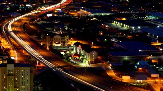 Timelapse van San Antonio snelwegen in de nacht video