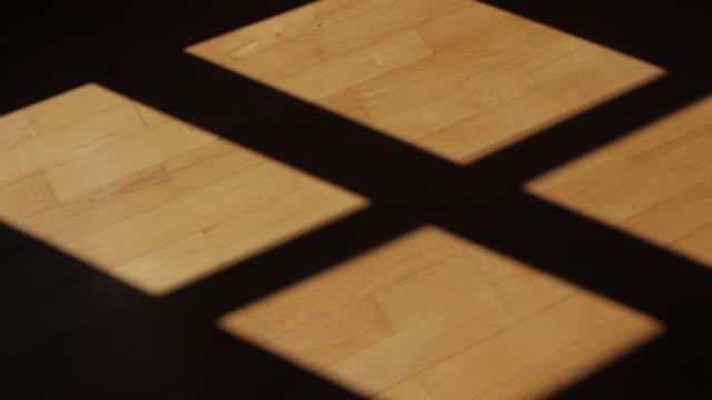 延時的硬木地板上的陰影 - 影 個影片檔及 b 捲影像