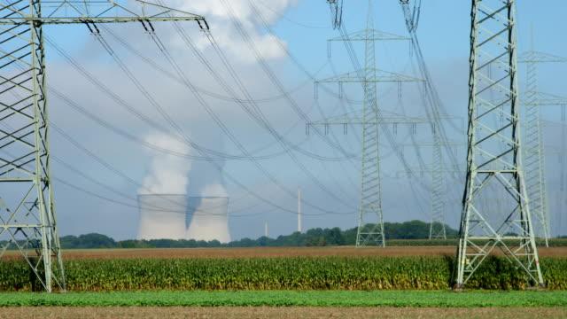 time lapse di fumare centrale nucleare - reattore nucleare video stock e b–roll