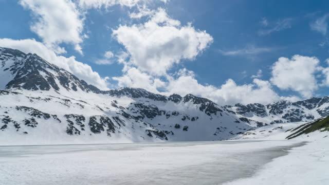 vidéos et rushes de timelapse du paysage enneigé de montagne - neige éternelle