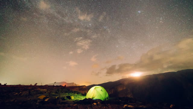 timelapse of starry night over camping tent - oman video stock e b–roll