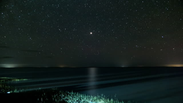 timelapse de las estrellas y Laguna en santafe argentina con Marte en el medio - vídeo