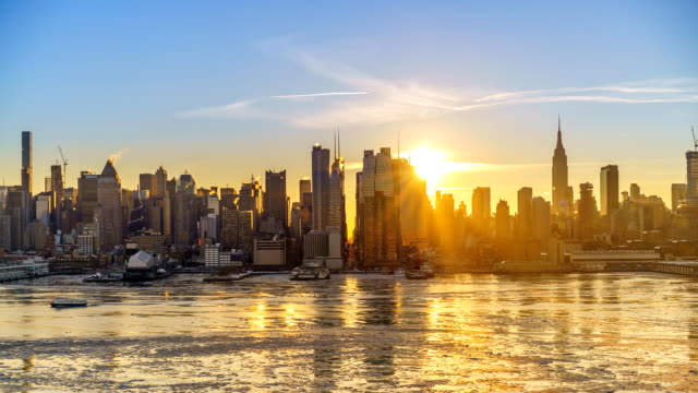 Timelapse of sunrise over Manhattan skyline Midtown Manhattan skyline at sunrise in New York, timelapse of rising sun dawn stock videos & royalty-free footage
