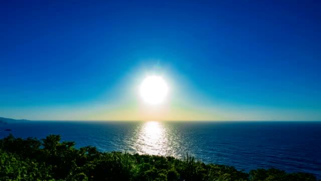 Ein Zeitraffer des Sonnenuntergangs im Mineyama Park in Amami oshima – Video