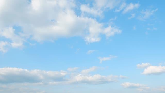 vídeos de stock, filmes e b-roll de intervalo de tempo do céu claro - só céu