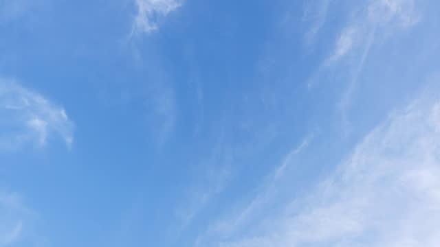 澄んだ空のタイムラプス - ローアングル点の映像素材/bロール