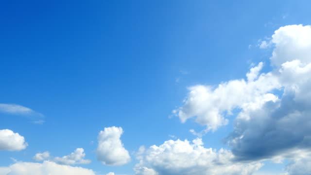 vídeos de stock, filmes e b-roll de intervalo de tempo do céu claro - céu claro