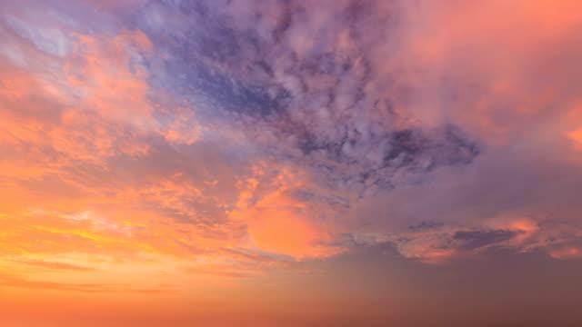 zeitraffer der cloud - zirrus stock-videos und b-roll-filmmaterial