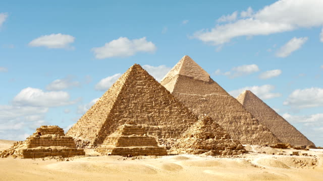 vídeos y material grabado en eventos de stock de timelapse of the great pyramids in giza valley, cairo, egipto - egipto