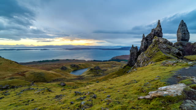 vidéos et rushes de timelapse de l'old man of storr-highlands, ecosse - highlands écossaises