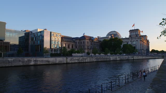 Timelapse of The Reichstag and boats on the Spree River in Berlin, 4k