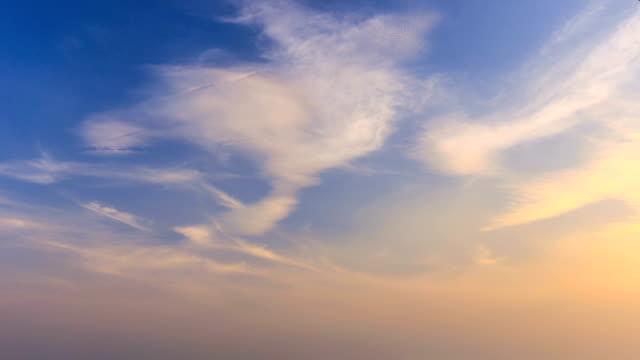 하늘의 timelapse - sunset 스톡 비디오 및 b-롤 화면
