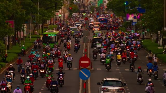 Ein Zeitraffer des Staus in der Innenstadt in Ho-Chi-Minh-Vietnam-Langschuss – Video