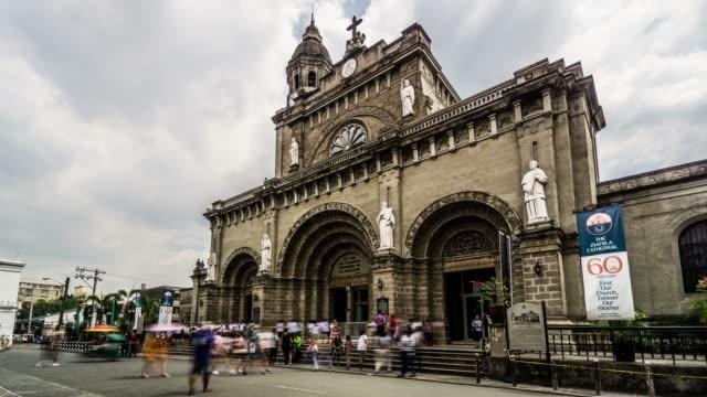 timelapse dei visitatori della cattedrale di manila, manila, filippine - filippino video stock e b–roll