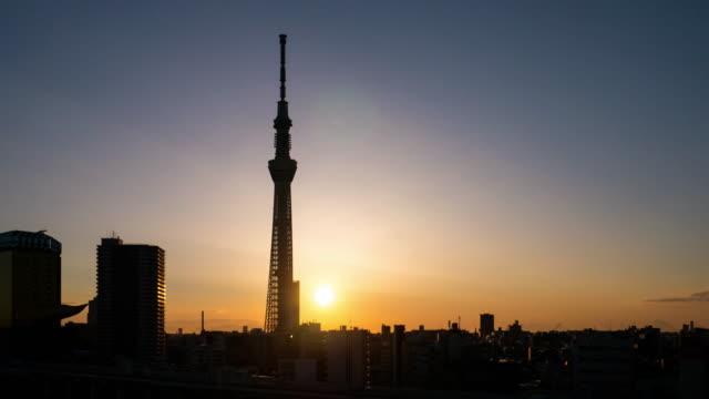 東京のランドマーク東京スカイツリー日の出、浅草ジャパンのタイムラプス - 夜明け点の映像素材/bロール