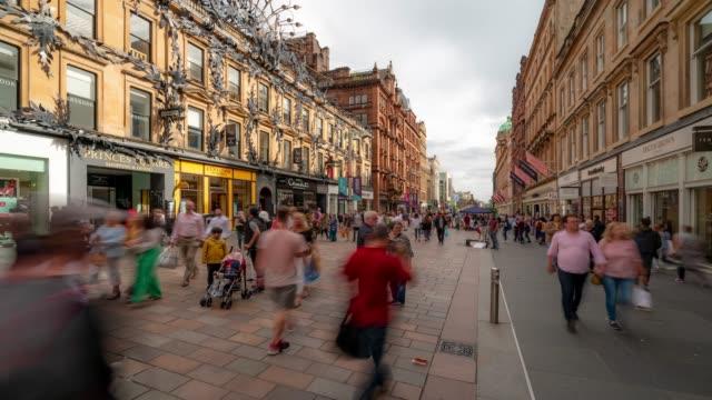 관광 pedestian의 시간 경과 글래스고 스코틀랜드 영국에서 buchanan 거리 혼잡 - 도시 거리 스톡 비디오 및 b-롤 화면
