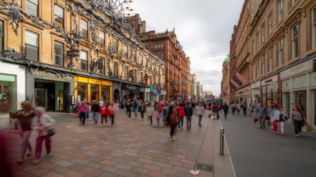 글래스고 스코틀랜드 영국에서 관광 페데스티안 붐비는 뷰캐넌 쇼핑 거리의 시간 경과 - 도시 거리 스톡 비디오 및 b-롤 화면