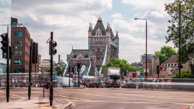 timelapse of tower bridge, london - inghilterra sud orientale video stock e b–roll