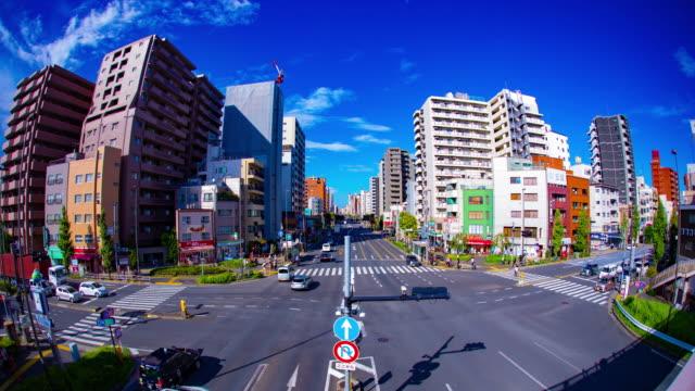 東京魚目の繁華街の通りのタイムラプス - 広角撮影点の映像素材/bロール