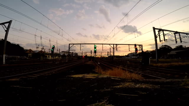 timelapse of trains at busy train station peak hour - parapetto barriera video stock e b–roll