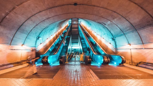 4K UHD Time-lapse of unidentified people walking and using escalator at subway station. Public transportation, or commuter lifestyle concept - vídeo