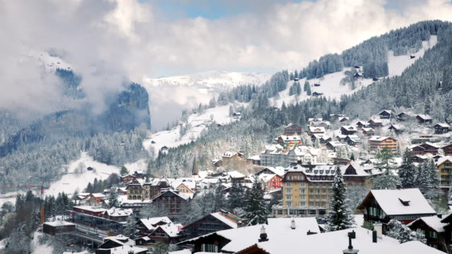 timelapse av byn i schweiziska alperna - wengen bildbanksvideor och videomaterial från bakom kulisserna