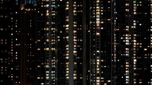 timelapse of window lights in high-rise apartment block at night - энергичность стоковые видео и кадры b-roll
