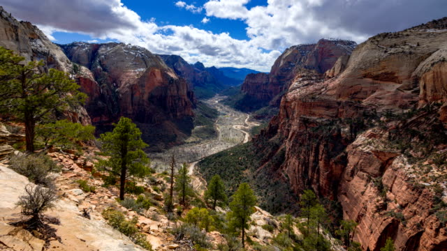 timelapse 4k dello zion canyon dalla cima di angels landing, zion ,utah, usa - parco nazionale video stock e b–roll