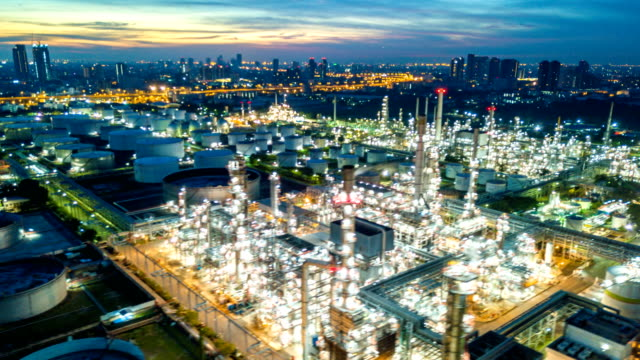 4k timelapse or hyperlapse of aerial of industrial park with oil refinery in asia - деятельность стоковые видео и кадры b-roll