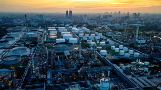 4k timelapse or hyperlapse of aerial of industrial park with oil refinery in asia - очистительный завод стоковые видео и кадры b-roll