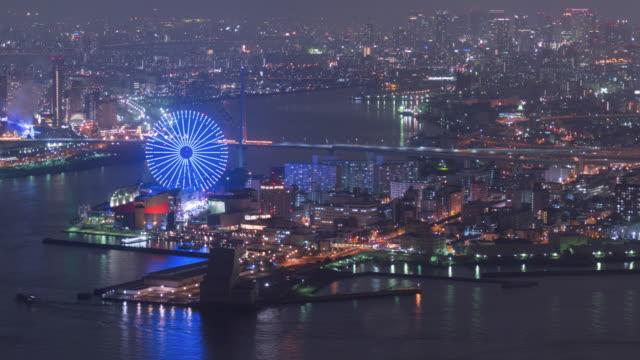 vídeos de stock, filmes e b-roll de 4 k lapso de tempo: baía de osaka bonito no período nocturno com diversão parque linda no japão, zoom - baía