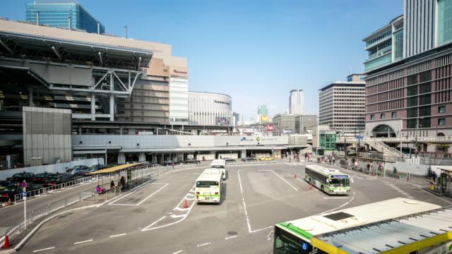 timelapse: osaka central bus station umeda - wagon kolejowy filmów i materiałów b-roll