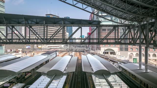 4 k timelapse: osaka central tåg stationen umeda - billboard train station bildbanksvideor och videomaterial från bakom kulisserna