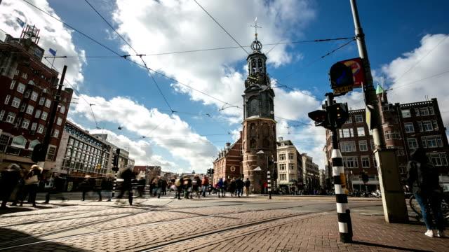 hd time-lapse panorering: stadens bilfria munttoren flower market amsterdam - blomstermarknad bildbanksvideor och videomaterial från bakom kulisserna